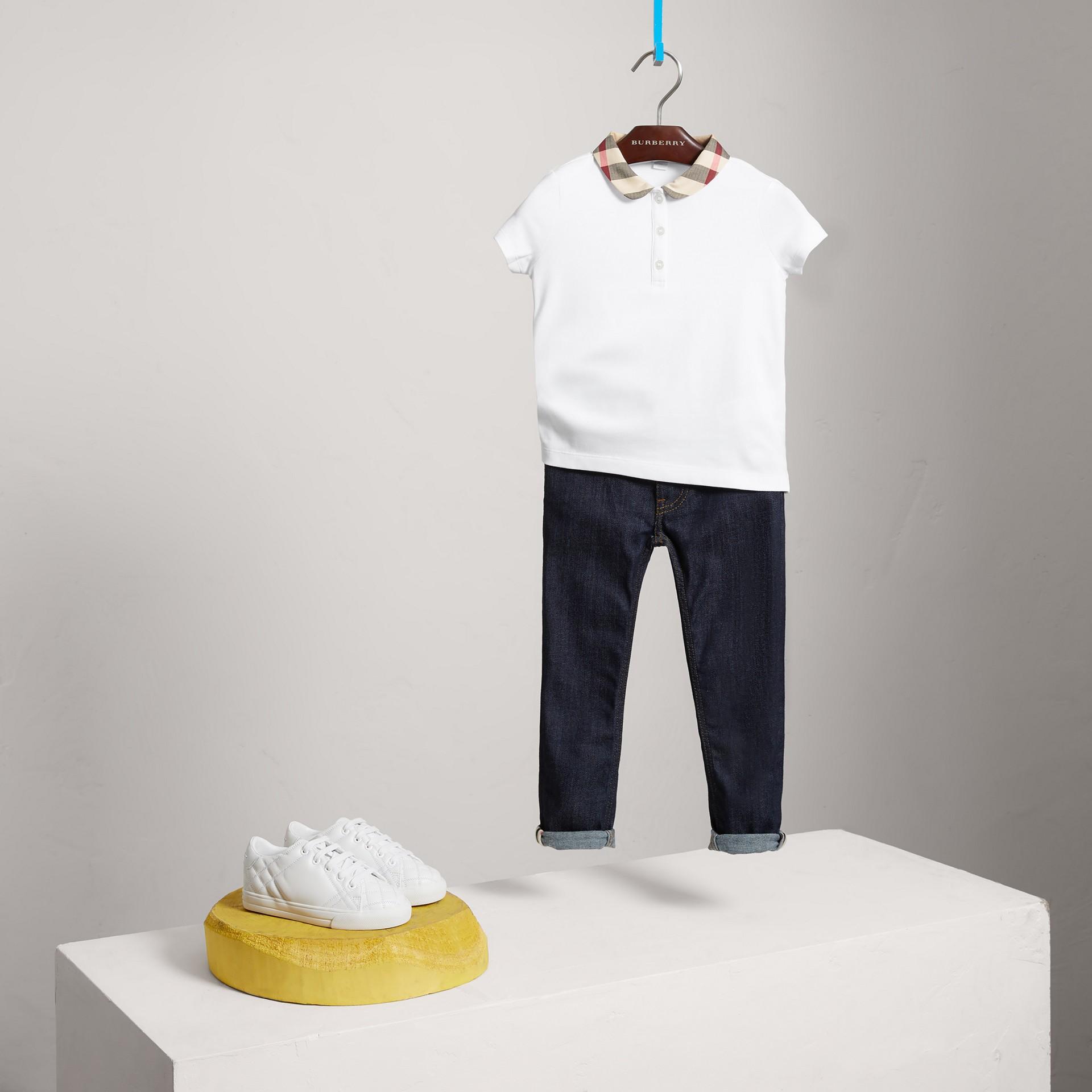 Camisa polo com colarinho xadrez (Branco) - Menina | Burberry - galeria de imagens 0