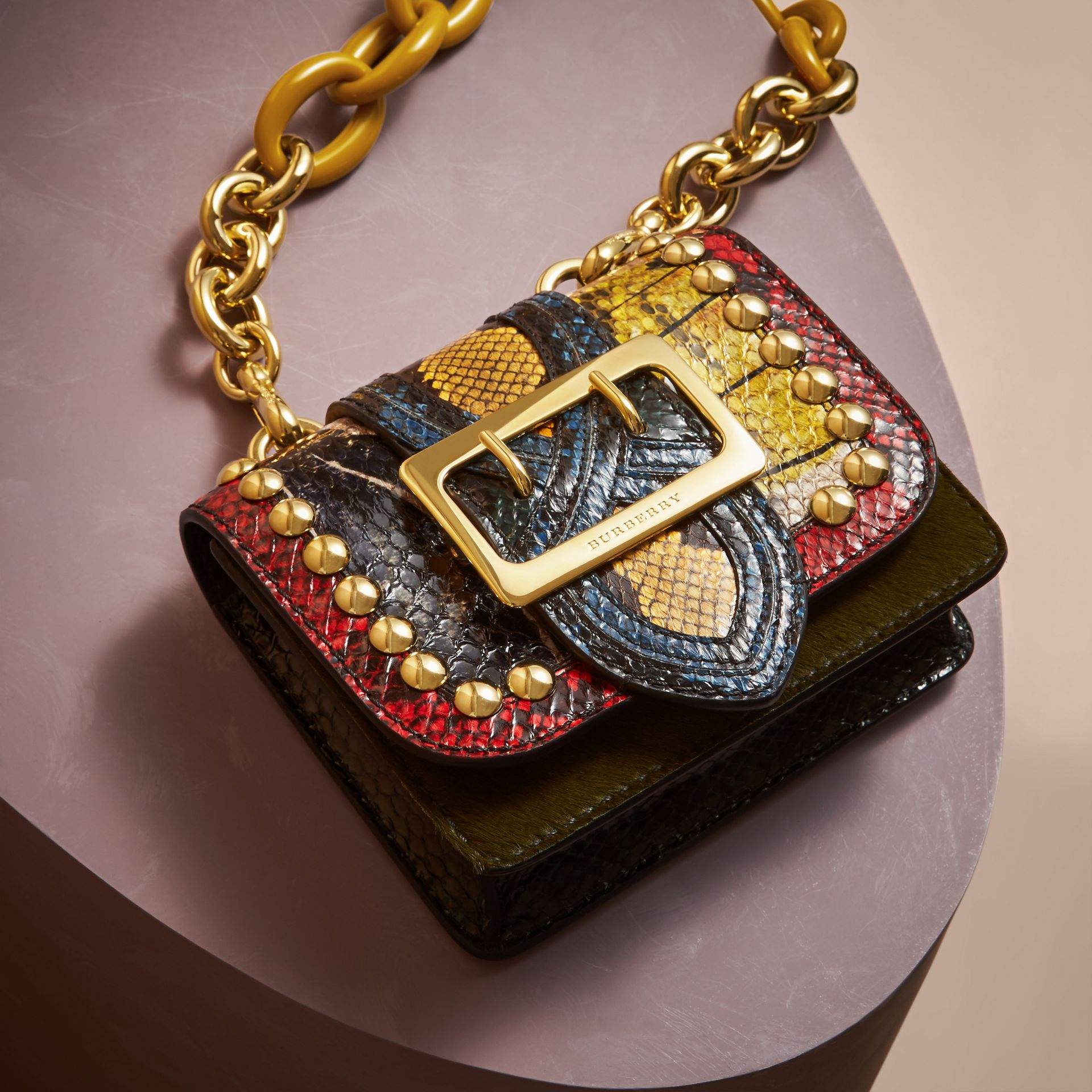 Borsa The Buckle mini quadrata in cavallino e pelle di serpente con borchie - immagine della galleria 6