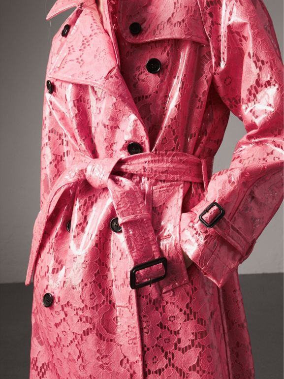 Trench coat in pizzo laminato (Rosa Intenso) - Donna | Burberry - cell image 1