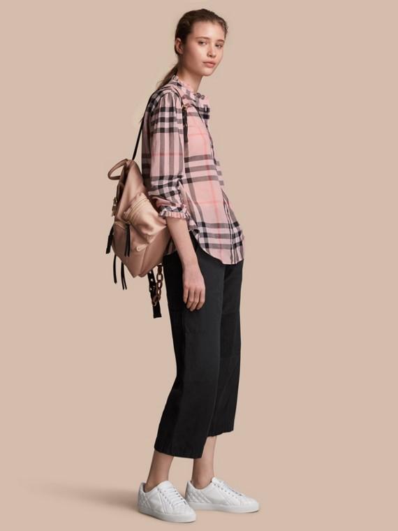 Chemise en coton à motif check avec volants (Rose Vintage)