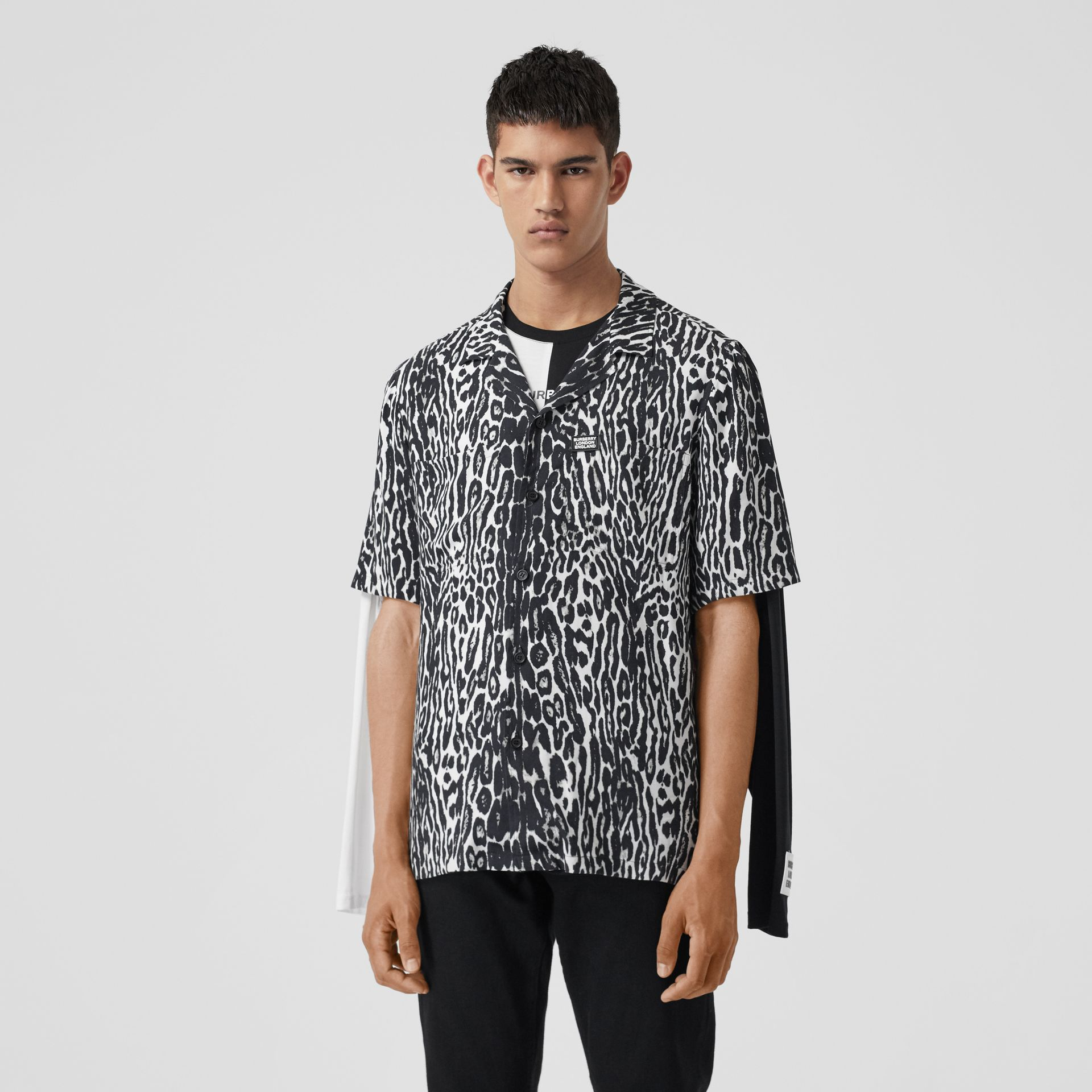 Short-sleeve Leopard Print Twill Shirt in Black - Men | Burberry - gallery image 5