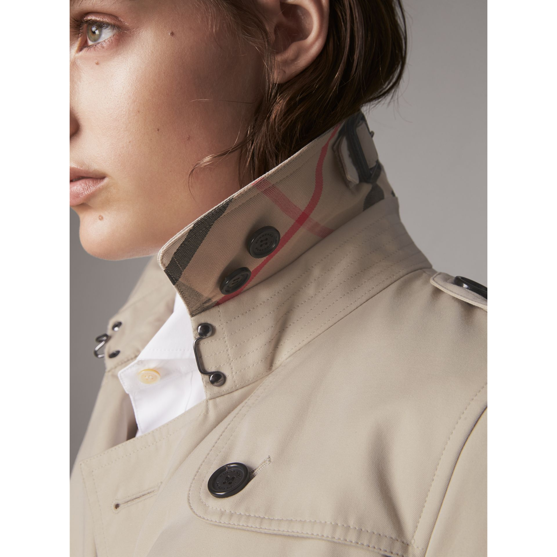 The Kensington – Long Trench Coat in Stone - Women | Burberry United Kingdom - gallery image 1