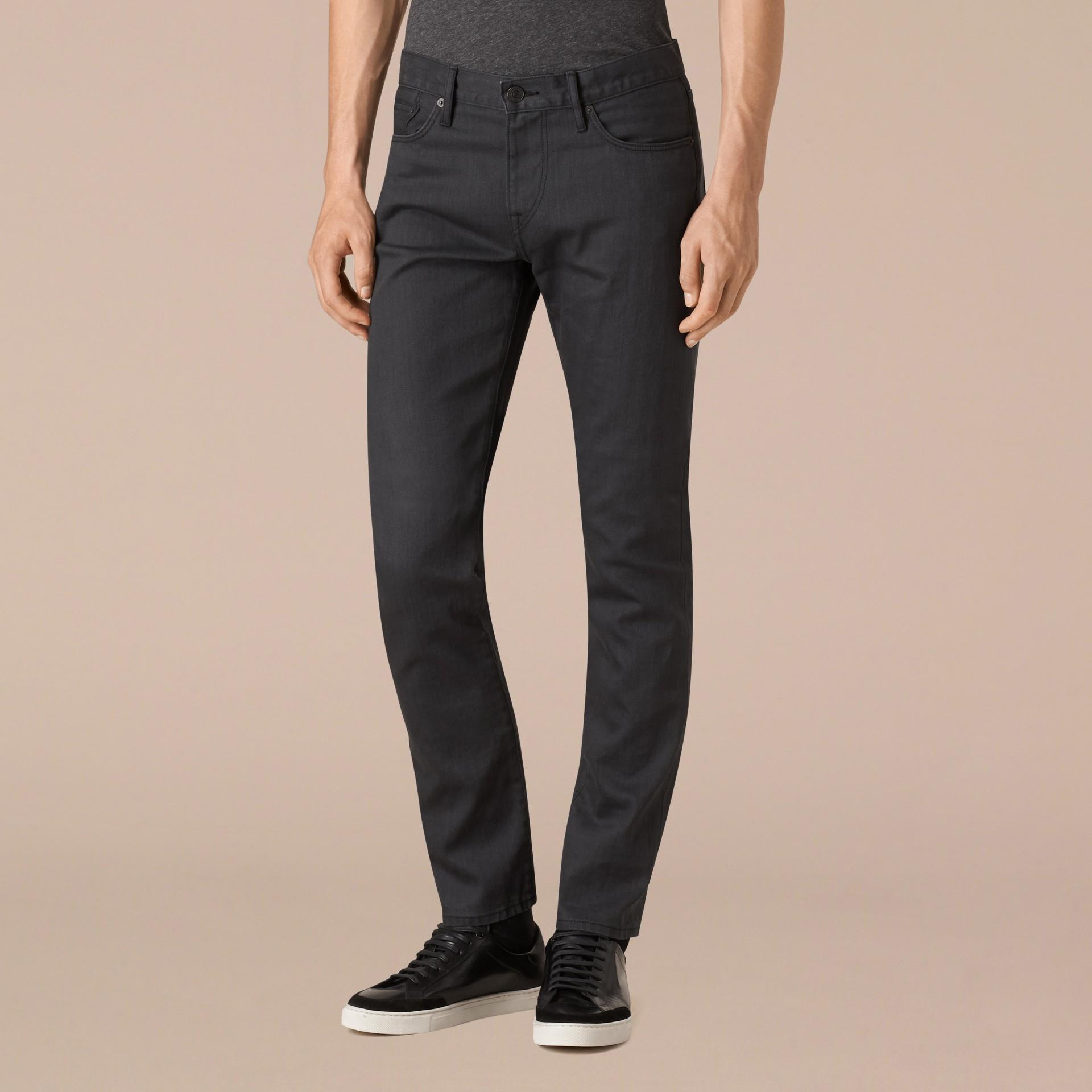 Cinza tempestade Calças jeans de ourela japonesa com corte slim - galeria de imagens 4