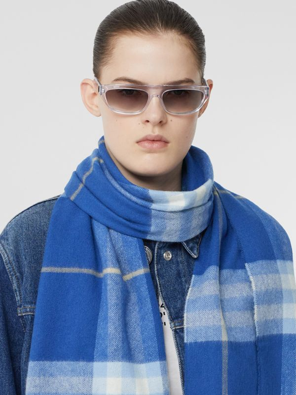 The Classic Check Cashmere Scarf in Inky Blue/bluebell | Burberry United Kingdom - cell image 2