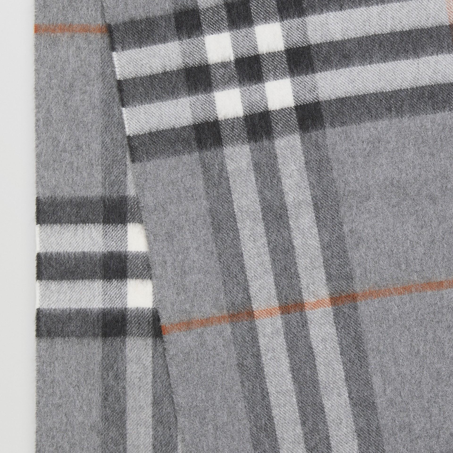 Der klassische Kaschmirschal mit Karomuster (Grau) | Burberry - Galerie-Bild 1