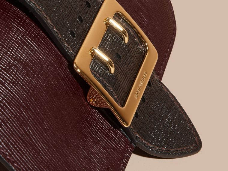 Borsa The Buckle media con motivo House check e pelle effetto texture (Borgogna/nero) - cell image 1