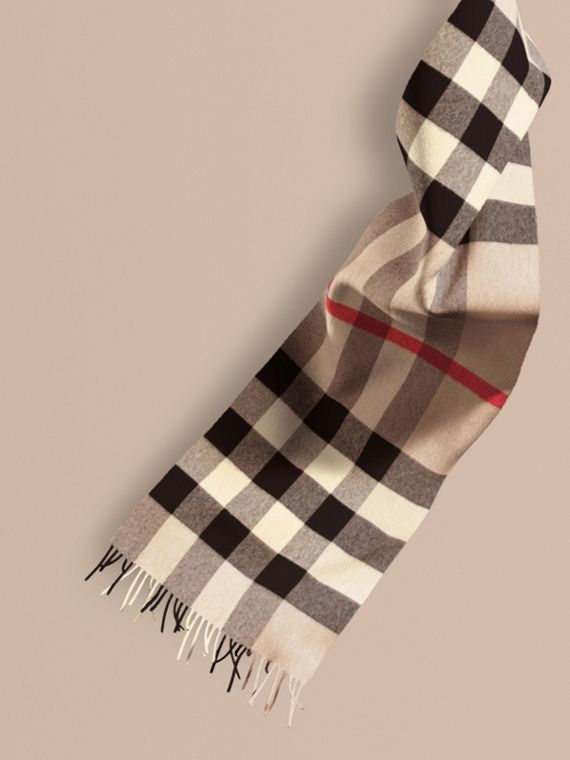 The Large Classic Cashmere Scarf in Check Stone