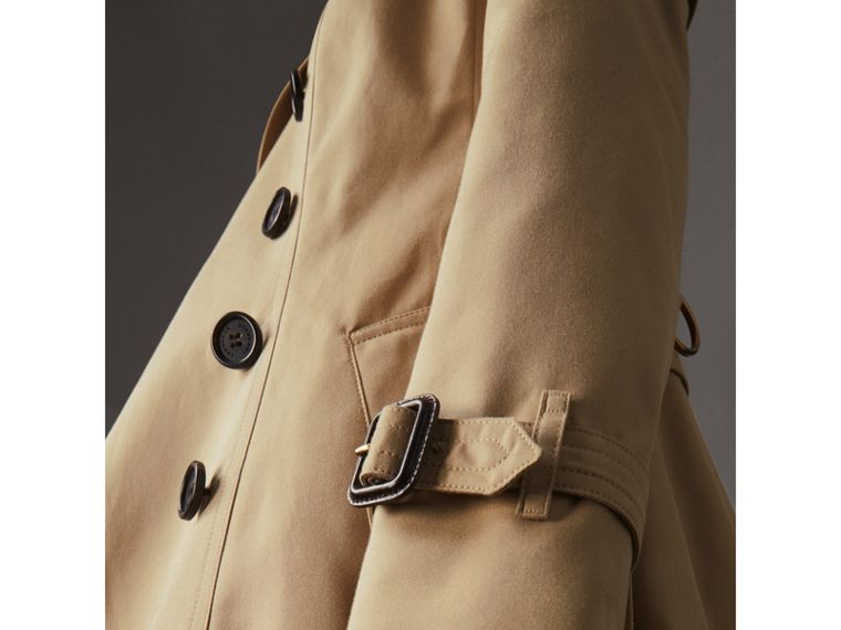 The Chelsea – Mid-length Trench Coat in Honey - Women | Burberry United Kingdom - cell image 4