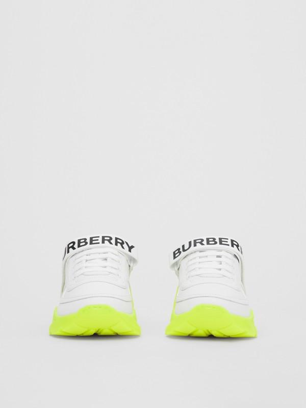 標誌細節皮革及尼龍運動鞋 (光白色/螢光黃) - 女款 | Burberry - cell image 3