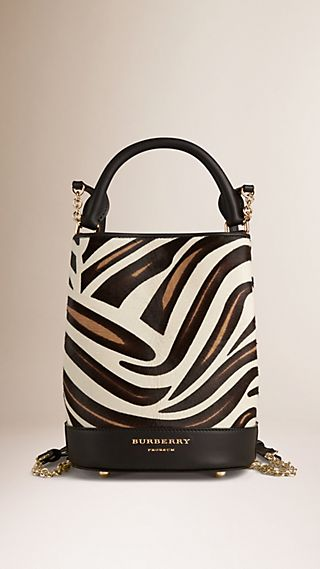 Zaino Burberry Bucket in pelle di vitello con stampa animalier