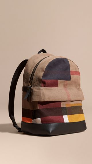 Mochila em Canvas Check com estampa colour block