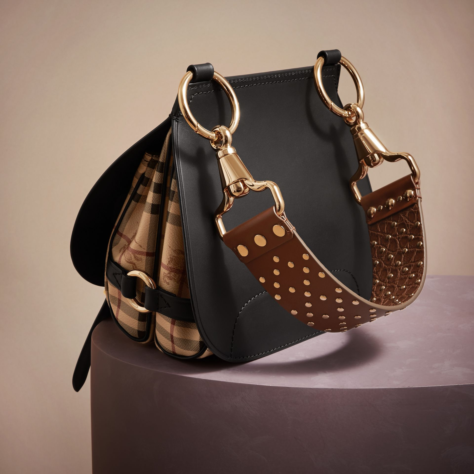 Borsa The Bridle in pelle, motivo Haymarket check e alligatore (Nero) - Donna | Burberry - immagine della galleria 5