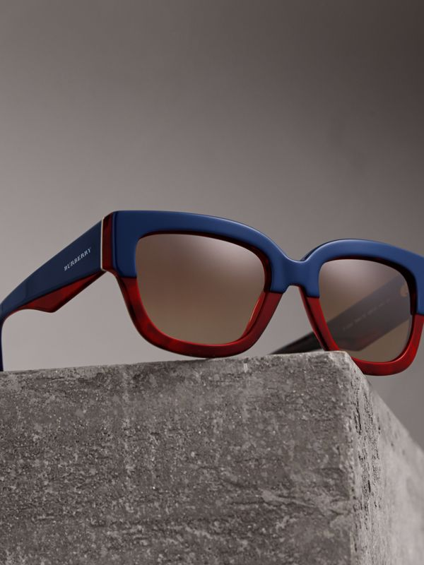 Square Frame Sunglasses in Navy - Women | Burberry Singapore - cell image 2
