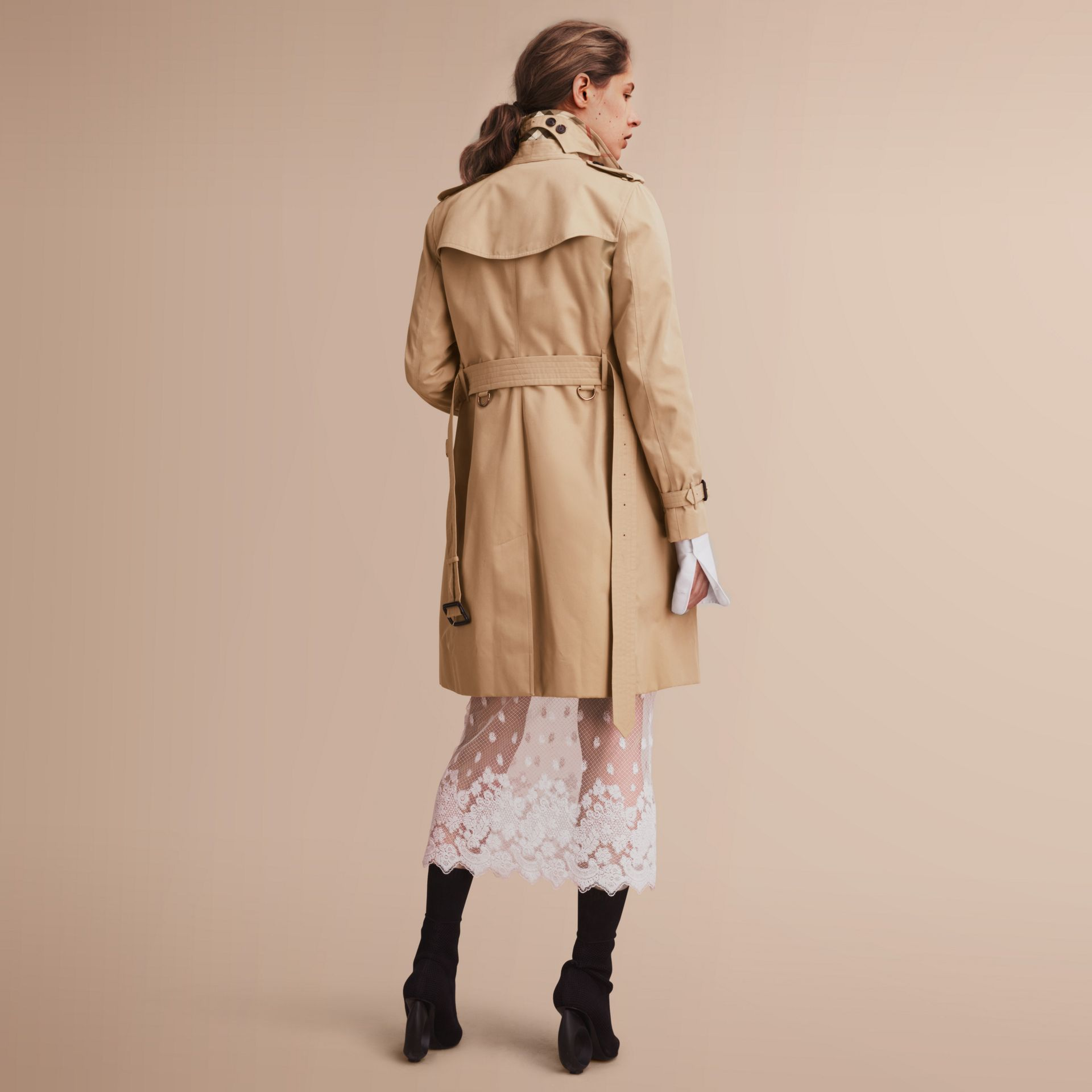 The Kensington – Long Heritage Trench Coat in Honey - Women | Burberry - gallery image 3