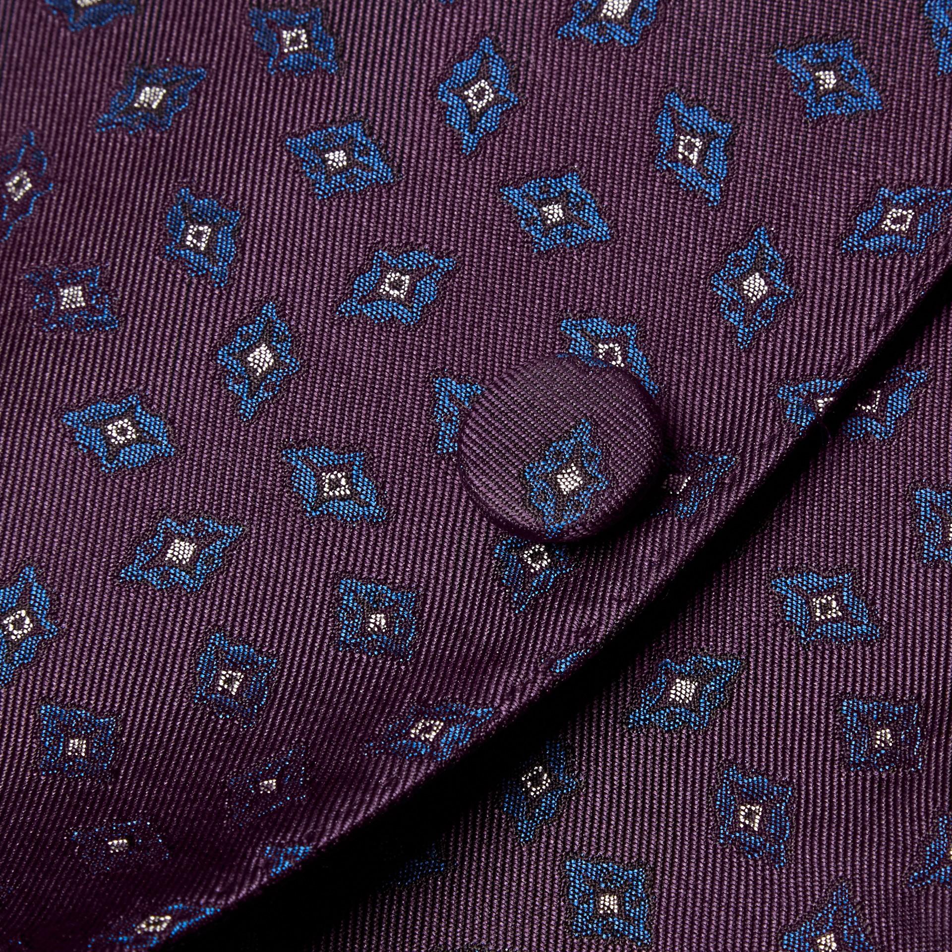 Berenjena oscuro Chaqueta de vestir entallada en jacquard de seda con motivo geométrico - imagen de la galería 2