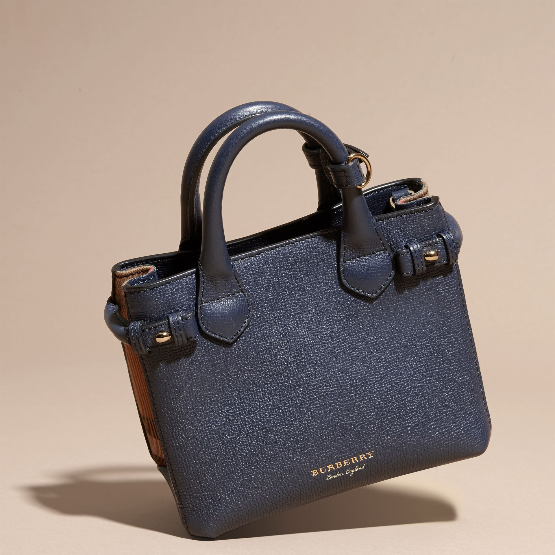 The Baby Banner en cuir et coton House check (Bleu Encre) - Femme | Burberry - photo de la galerie 7