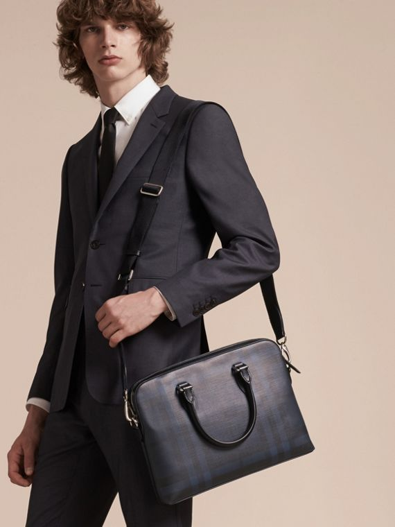 Sac The Barrow fin avec motif London check (Marine/noir) - Homme | Burberry - cell image 2
