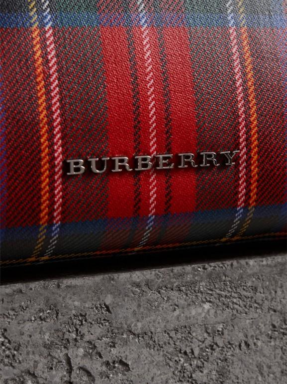 Bolsa pouch grande de lã em xadrez tartan com efeito plastificado (Vermelho Militar) - Mulheres | Burberry - cell image 1