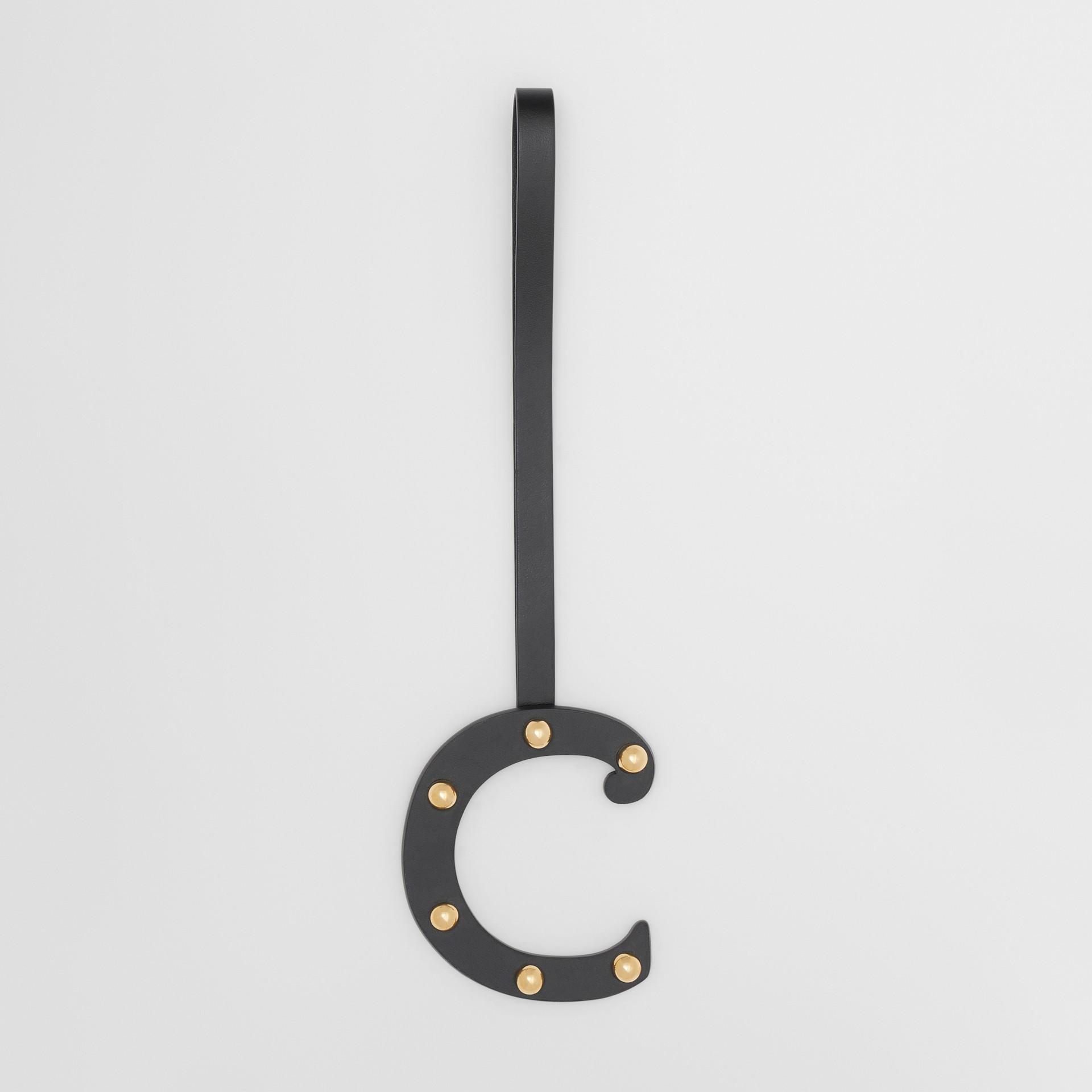 Taschenanhänger aus Leder in C-Form mit Ziernieten (Schwarz/helles Goldfarben) - Damen | Burberry - Galerie-Bild 0