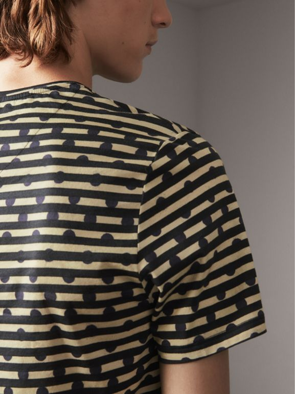 T-shirt in cotone con stampa a righe e pois (Navy) - Uomo | Burberry - cell image 1