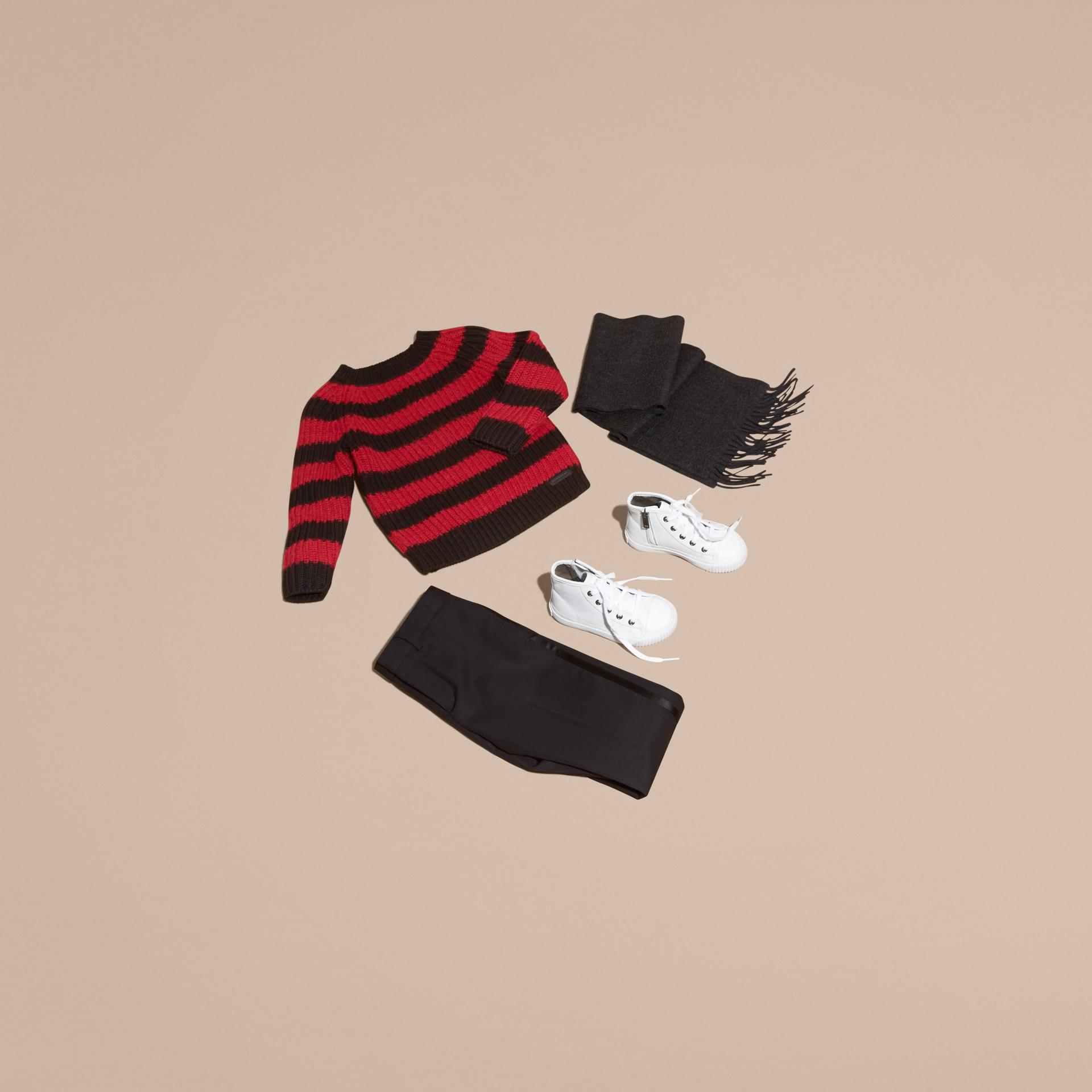 Rouge parade Pull rayé en laine mérinos et laine d'alpaga mélangées - photo de la galerie 5