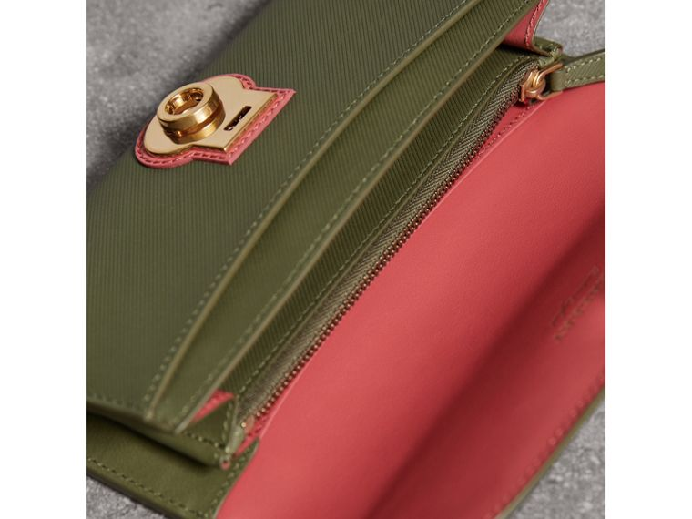 Two-tone Trench Leather Continental Wallet in Moss Green/ Blossom Pink - Women | Burberry - cell image 4