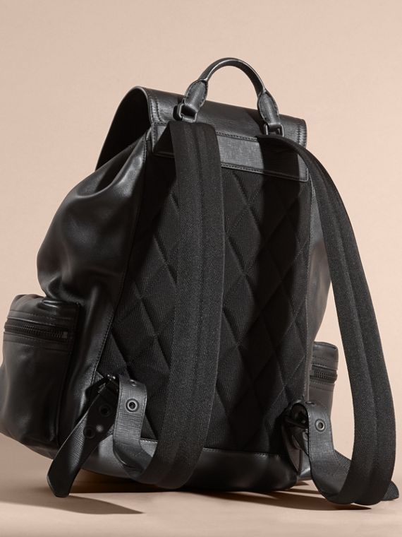 Black The Large Rucksack in Water-repellent Leather Black - cell image 3