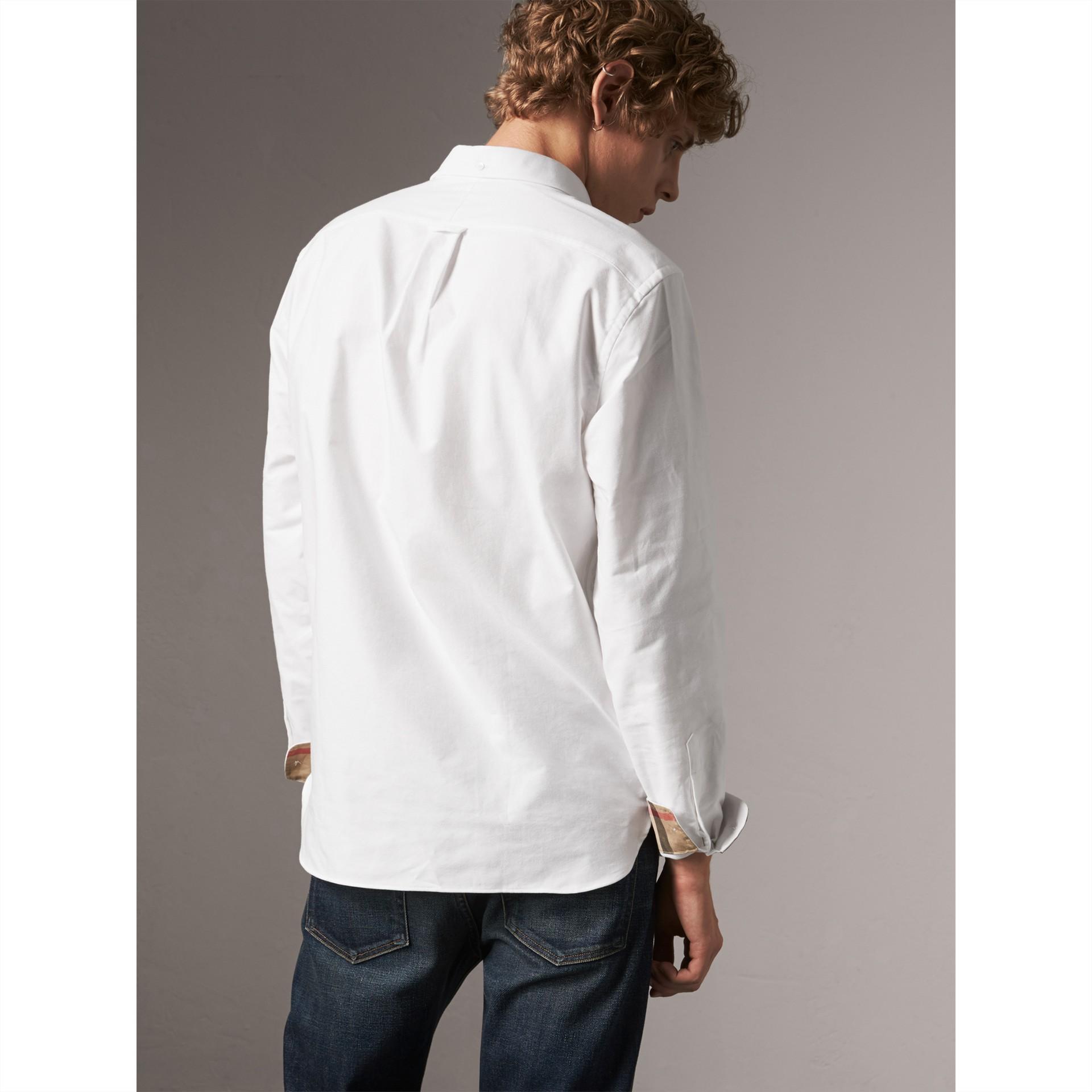 Chemise Oxford en coton à détails check (Blanc) - Homme | Burberry - photo de la galerie 3