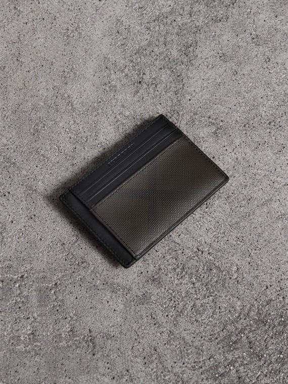 Porta-cartões de London Check com clipe porta-notas (Chocolate/preto)