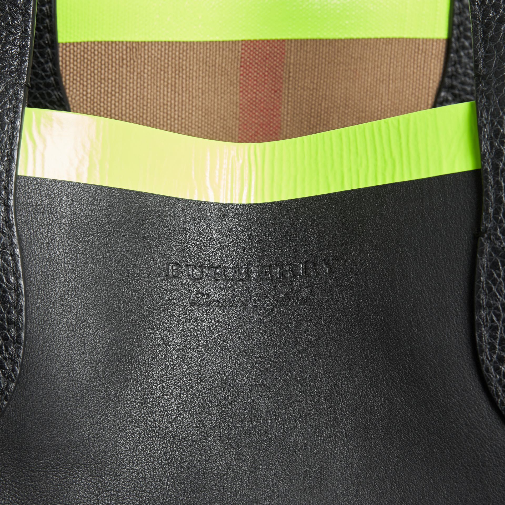 The Medium Giant Reversible Tote in Canvas and Leather in Black/neon Yellow | Burberry - gallery image 1