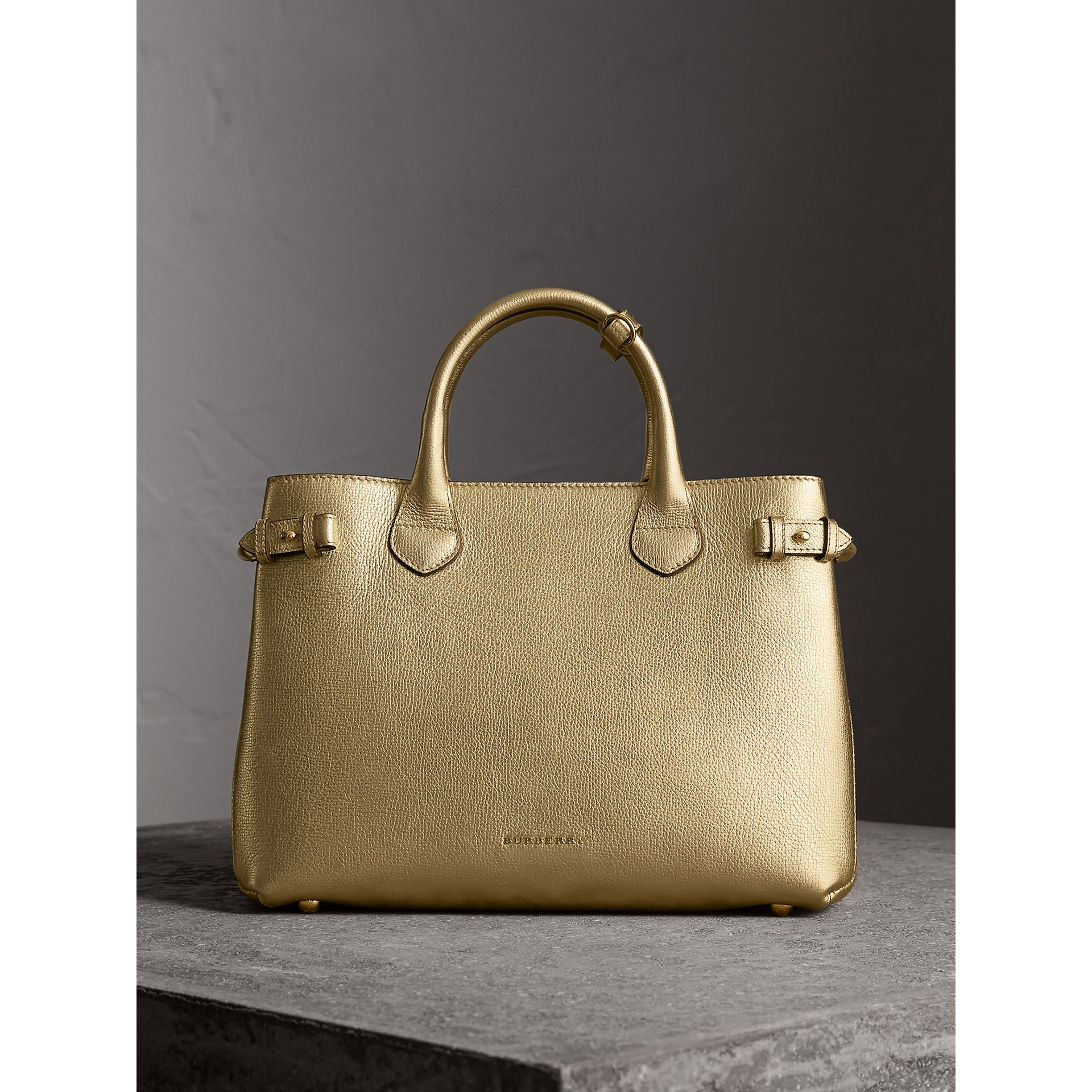 Sac The Banner moyen en cuir et coton House check (Or) - Femme | Burberry - photo de la galerie 8
