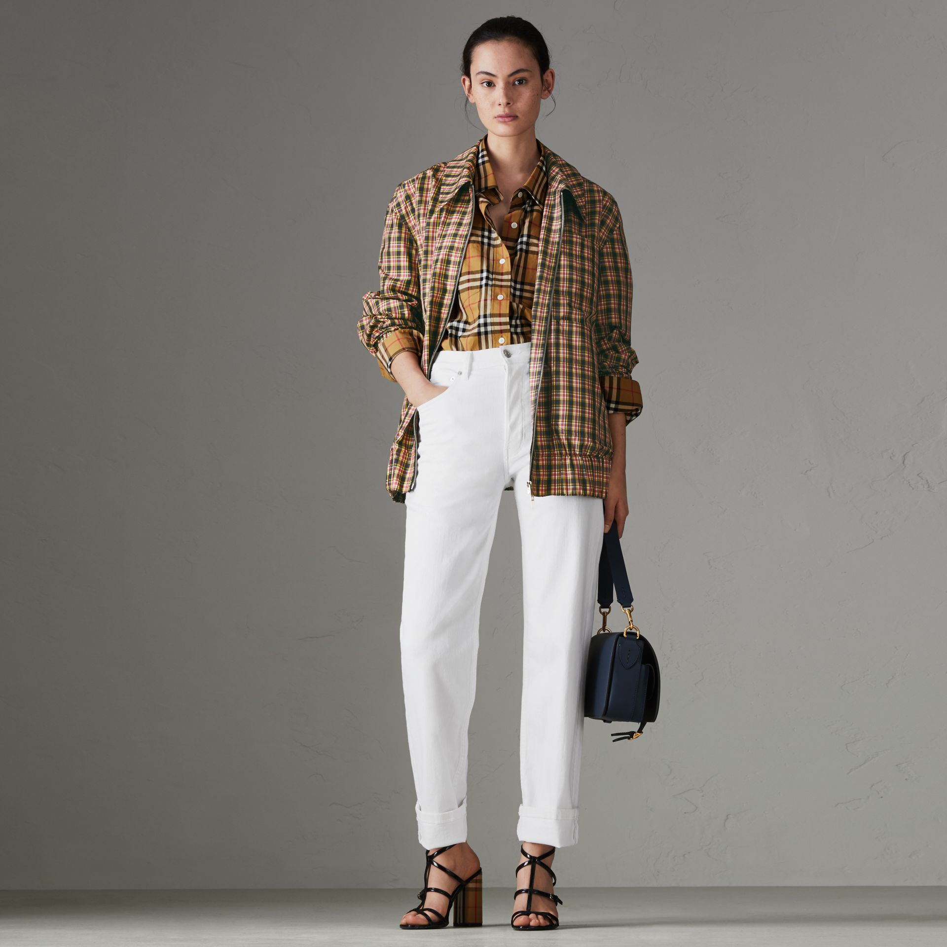 Jean de coupe droite en denim ultra-stretch (Blanc) - Femme | Burberry - photo de la galerie 0