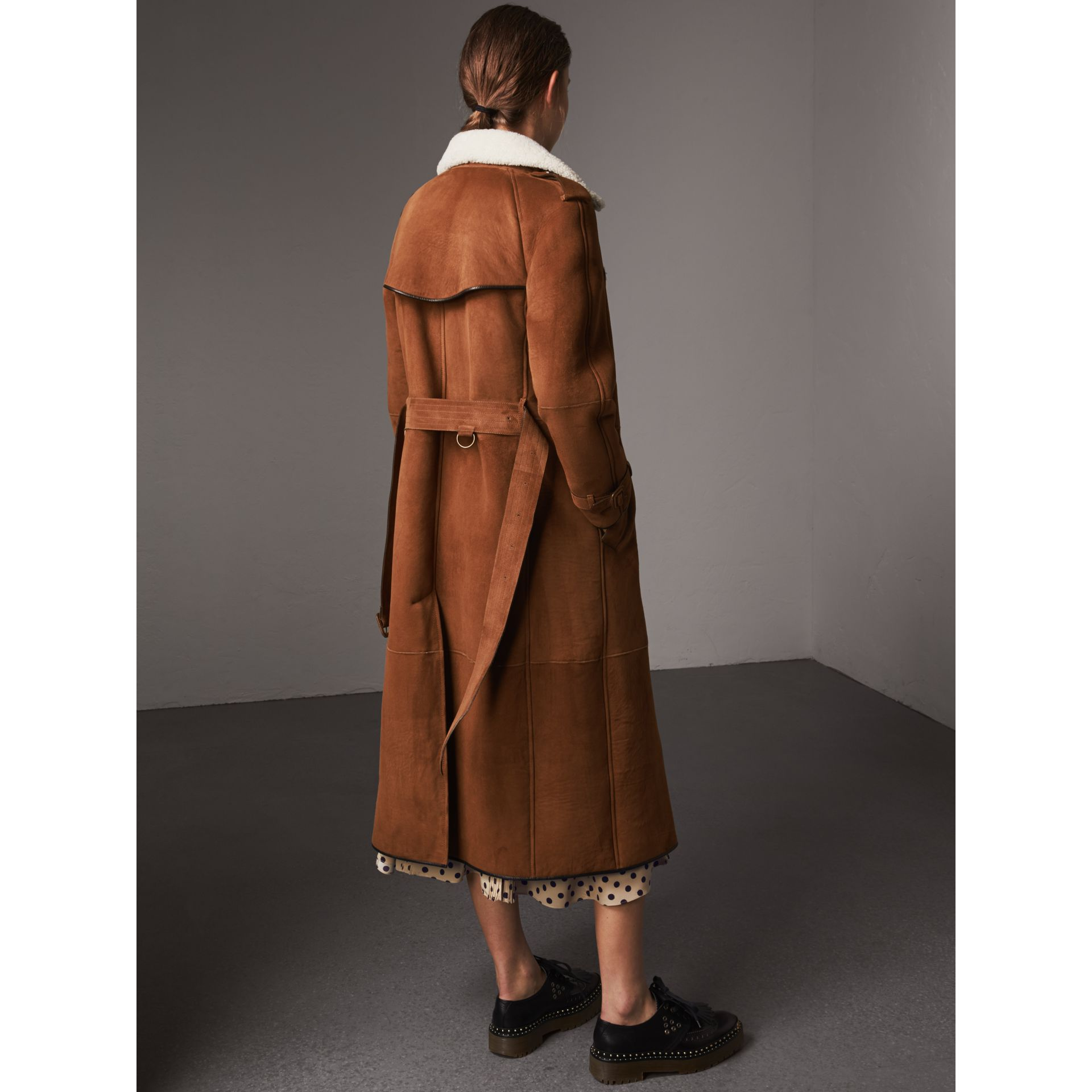 Raglan-sleeve Suede and Shearling Trench Coat in Ecru - Women | Burberry - gallery image 3
