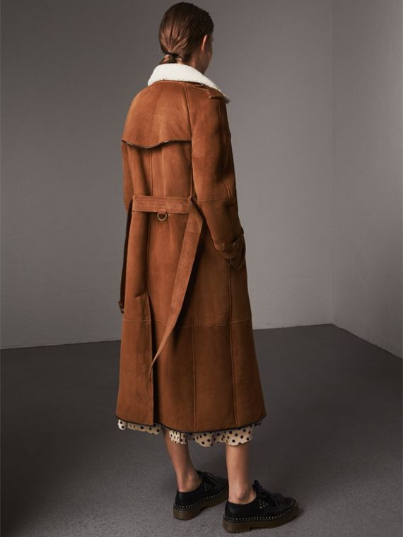 Raglan-sleeve Suede and Shearling Trench Coat in Ecru - Women | Burberry - cell image 2