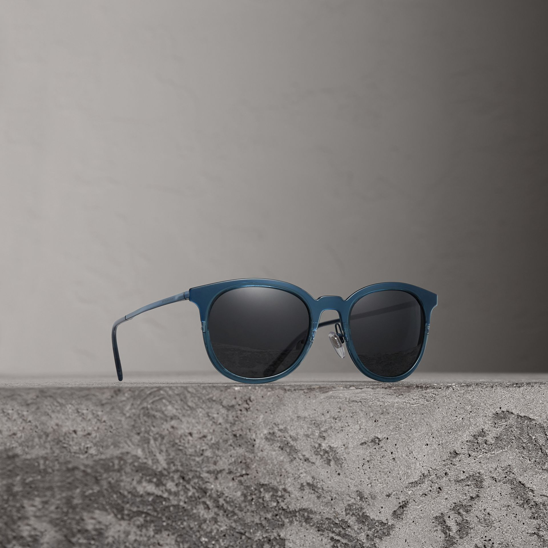 Round Frame Sunglasses in Blue - Men | Burberry Singapore - gallery image 0