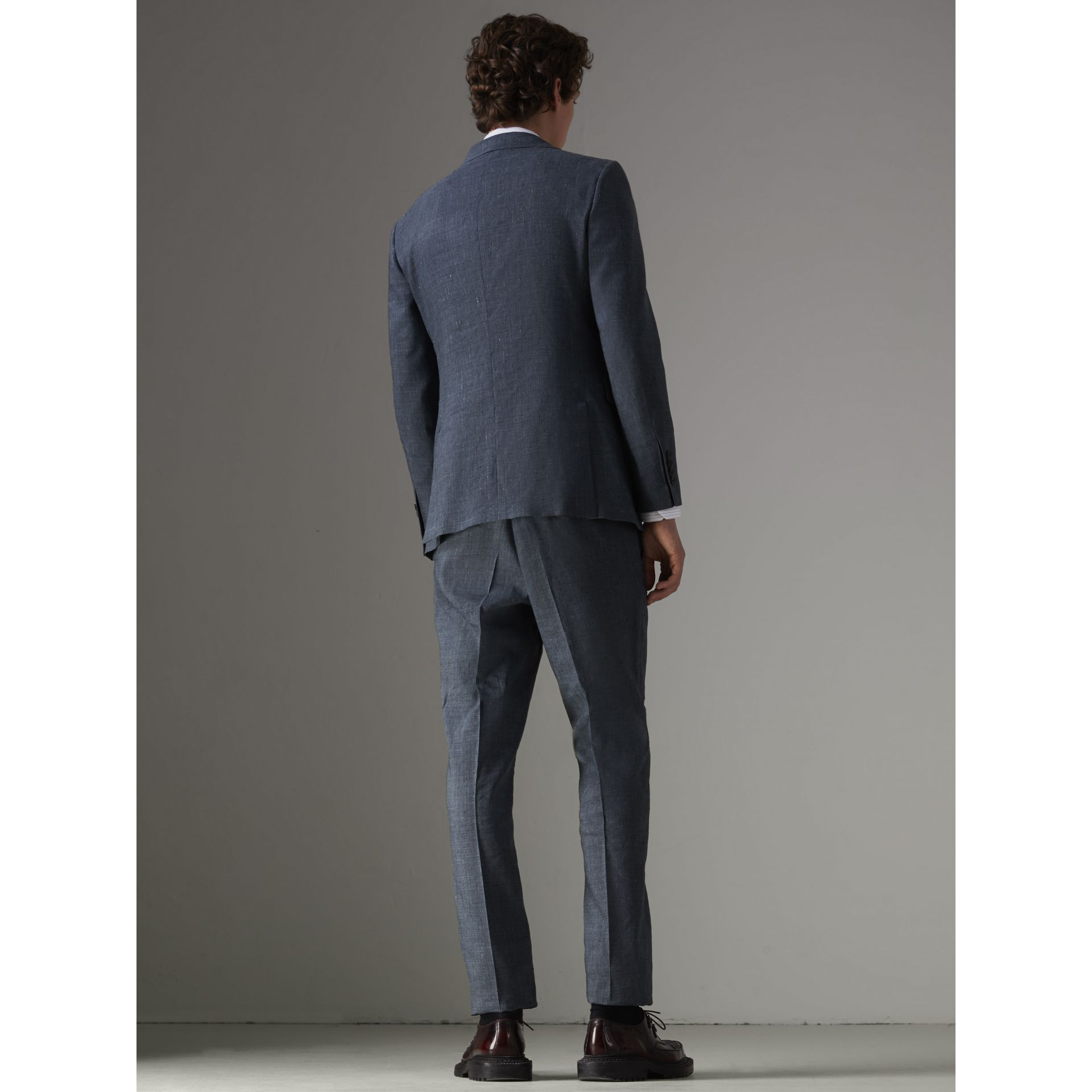Soho Fit Three-piece Linen Wool Suit in Pale Slate Blue - Men | Burberry - gallery image 2
