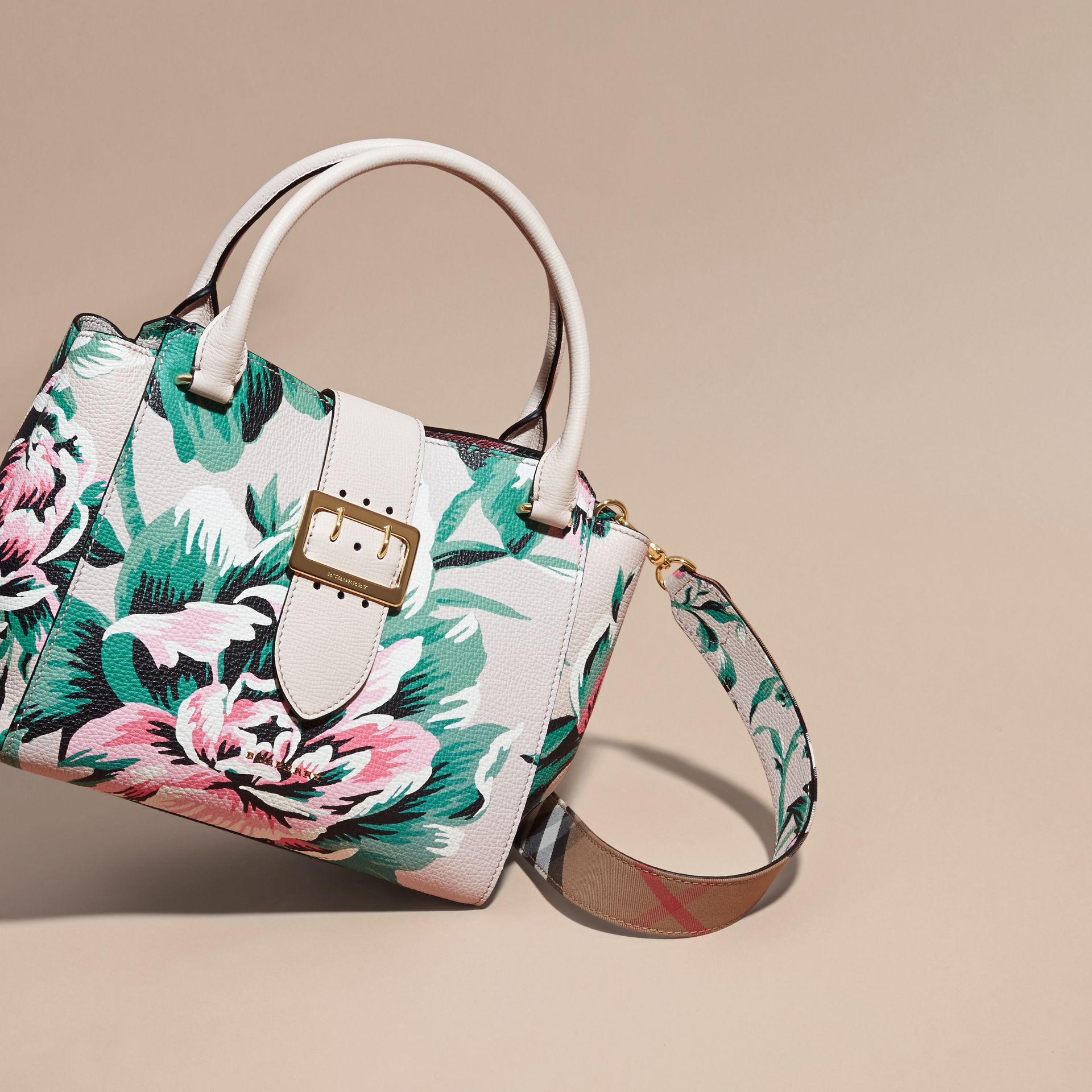 The Medium Buckle Tote in Peony Rose Print Leather in Natural/emerald Green - gallery image 8