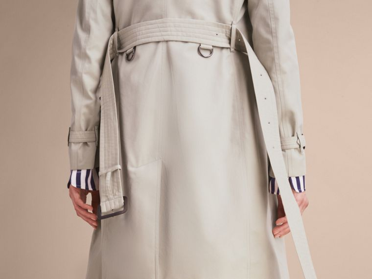 The Kensington – Long Heritage Trench Coat in Stone - Women | Burberry Canada - cell image 4