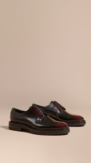 Chaussures de style derby en cuir bruni
