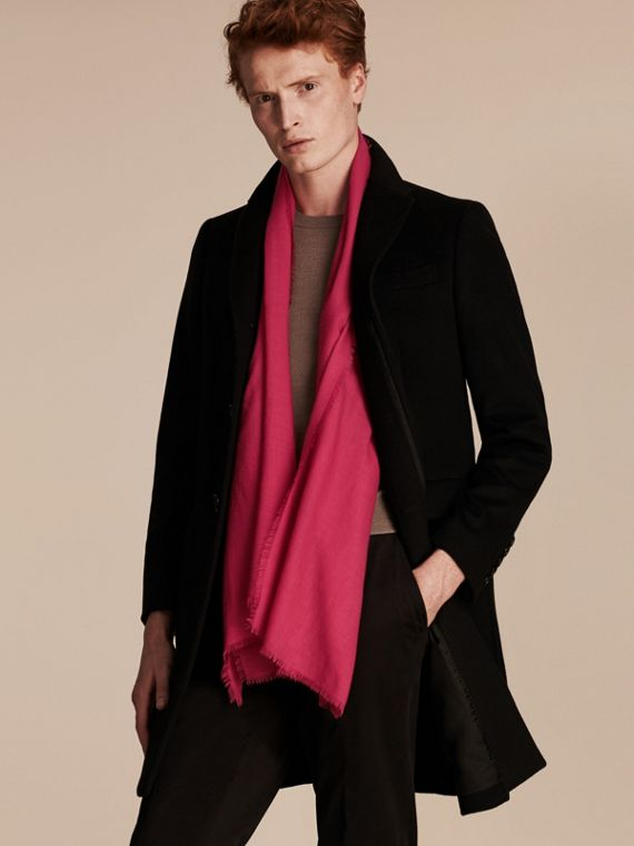 The Lightweight Cashmere Scarf in Fuchsia Pink | Burberry - cell image 3