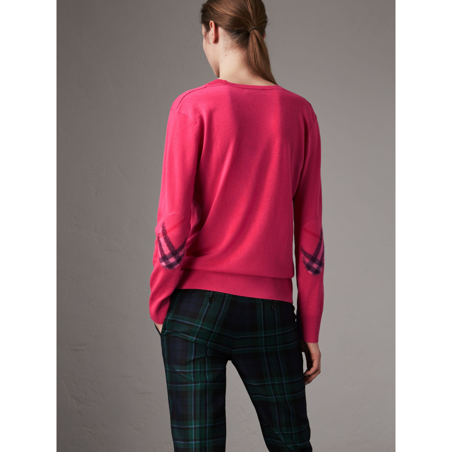 Check Detail Cashmere V-neck Sweater in Bright Pink - Women | Burberry Hong Kong - gallery image 2