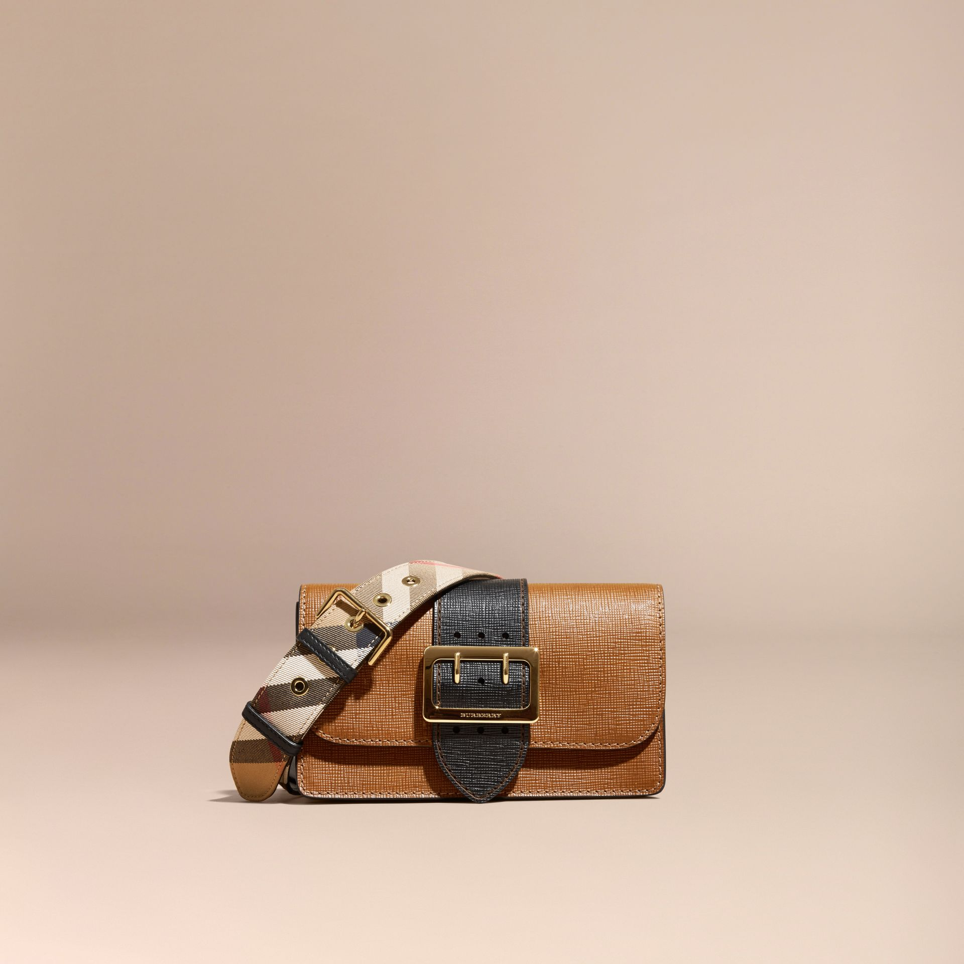 The Medium Buckle Bag in Textured Leather Tan/black - gallery image 8