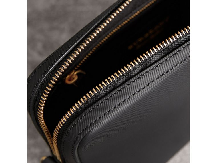 Trench Leather Pouch in Black | Burberry Hong Kong - cell image 4