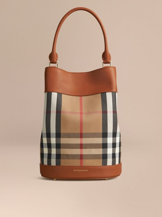 Sac Burberry Bucket en coton à motif House check et cuir Toffee Clair