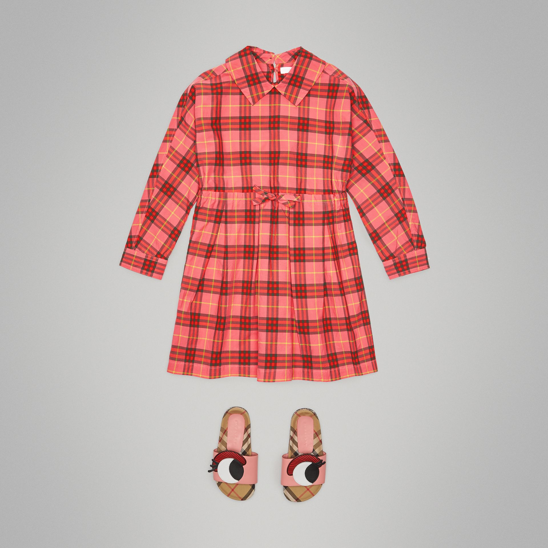 Robe à cordon de serrage en coton à motif check (Rouge Corail) - Fille | Burberry - photo de la galerie 2