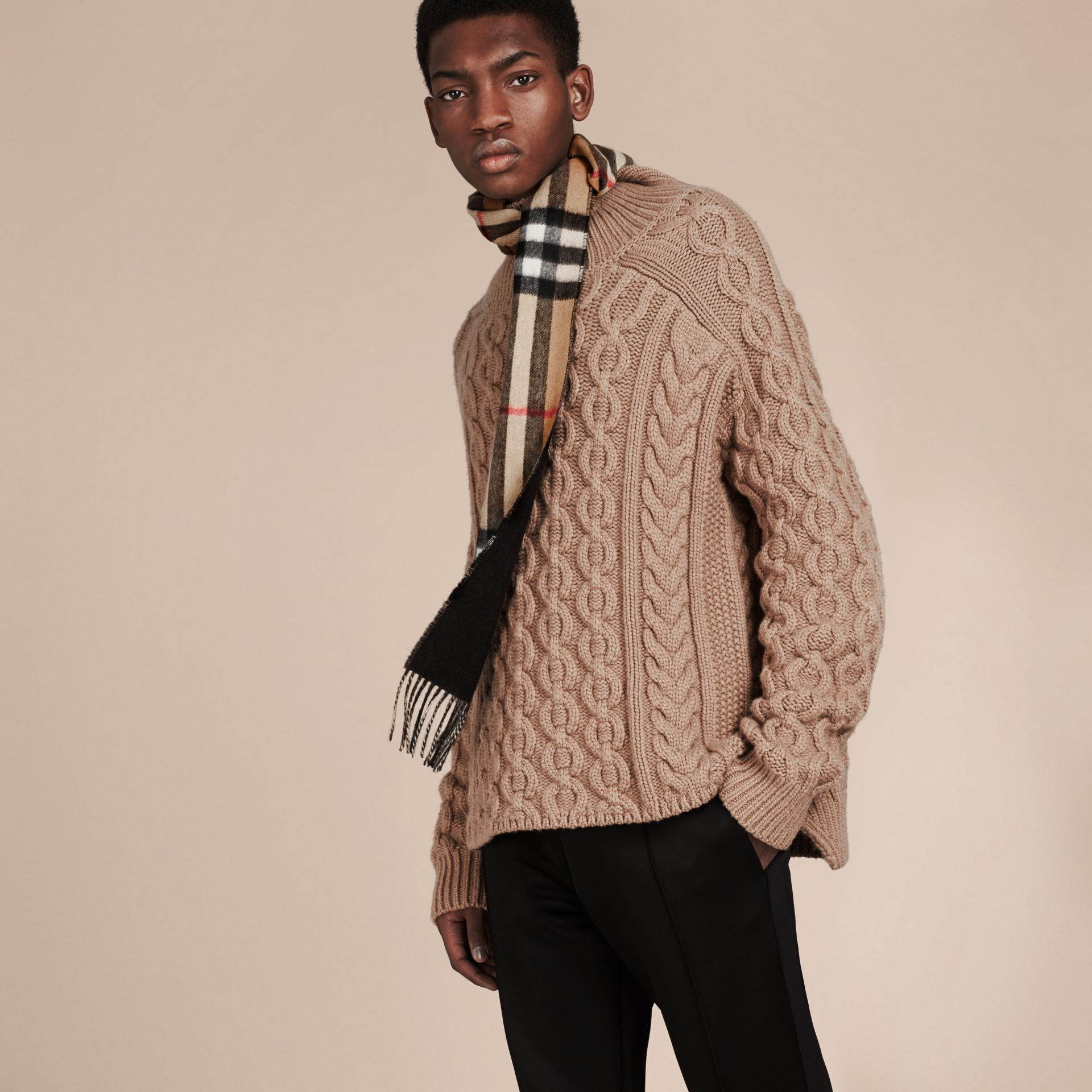 Camel/black The Slim Reversible Cashmere Scarf in Check Camel/black - gallery image 3