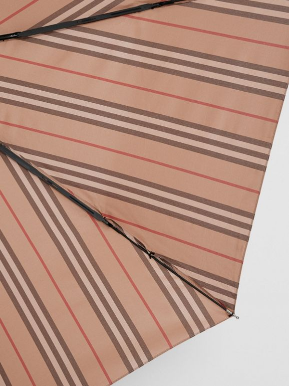 Paraguas plegable a rayas Icon Stripe (Cámel) | Burberry - cell image 1