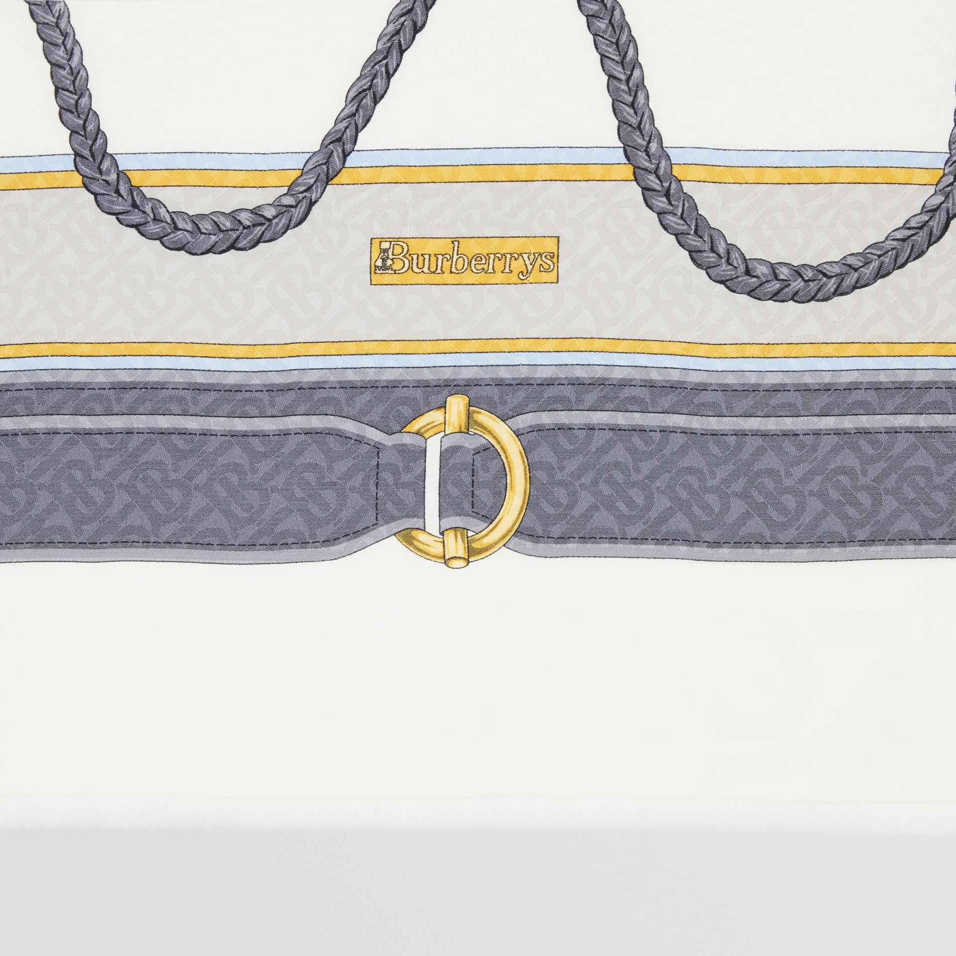 典藏圍巾印花絲綢羊毛大型方巾 (灰色) | Burberry - 圖庫照片 1