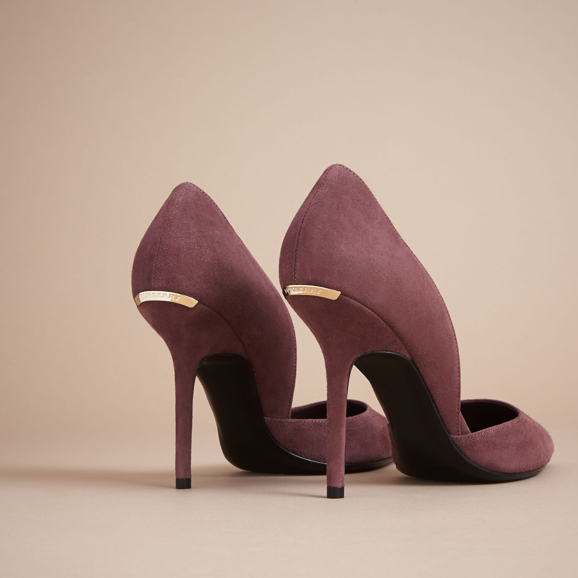 Escarpins d'Orsay à bout pointu en cuir velours (Rose Taupe) - Femme | Burberry - photo de la galerie 4