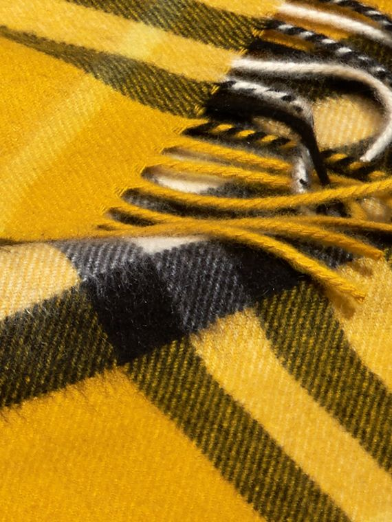 The Mini Classic Cashmere Scarf in Check in Gorse Yellow | Burberry - cell image 2